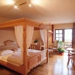 """Zimmerbeispiel """"Landhaus Sankt Laurentius"""" – Hotel und Restaurant, Terrasse"""