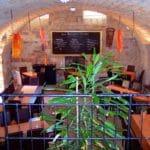 Der Gewölbekeller des Weinlokals