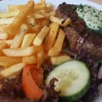 Rumpsteak Medium mit Pommes und Salat