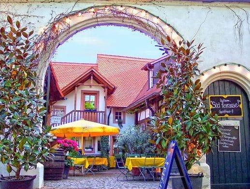 """Restaurant, Gasthaus, Pension """"Alter Kastanienhof"""" in Rhodt in der Pfalz"""