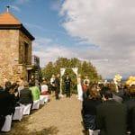 Hochzeit auf der Terrasse im Hofgut Battenberg