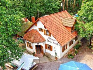 """Ausflugsziel und Waldgaststätte """"Friedensdenkmal"""" bei 67480 Edenkoben in der Pfalz"""