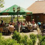 """Sonnenterrasse Restaurant """"Farmhaus"""" auf der Straußenfarm Mhou in Rülzheim in der Pfalz"""