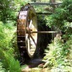 Das Wasserrad gleich neben der Waldgaststätte
