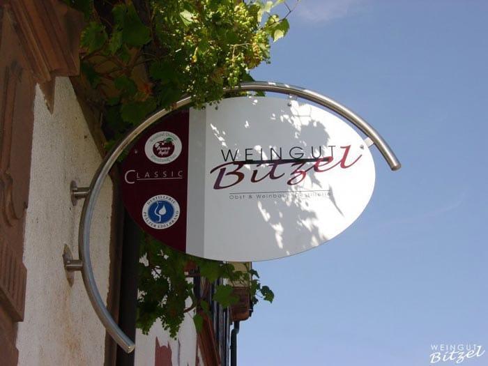 """Weingut, Brennerei und Hofladen """"Bitzel"""" in Winden in der Pfal"""