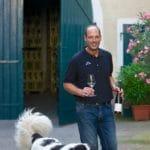 Timo Spindler mit Branco im Weingut Spindler in Forst in der Pfalz