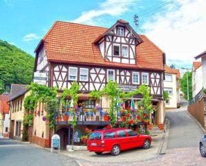 """Gasthaus, Hotel, Metzgerei """"Zum goldenen Lamm"""" in Ramberg in der Pfalz"""