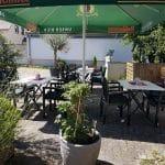 """Biergarten, Terrasse im Hähnchenrestaurant """"Zur Kalmit"""" in Ilbesheim"""