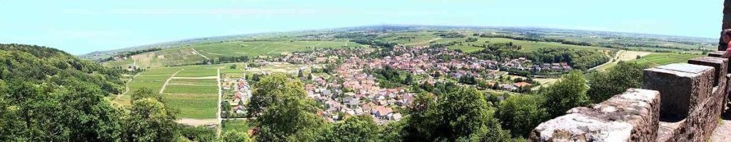 Panoramablick von der Burgruine Landeck über Klingenmünster