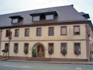 """Landrestaurant, Winzerstube, Gewölbekeller, Wein- und Biergarten """"Goldener Engel"""""""