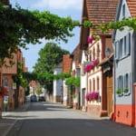 Das traditionelle Winzerdorf Heuchelheim-Klingen mit Weingut, Straußwirtschaft, Gästezimmer