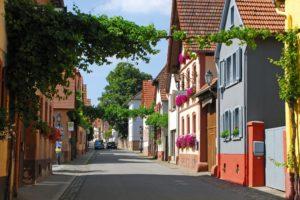 Das traditionelle Winzerdorf Heuchelheim-Klingen