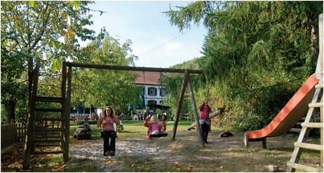 Spielplatz auf dem St. Germanshof bei Bobenthal in der Pfalz