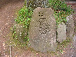 Ritterstein als Denkmal an den Wirt der Hellerhütte, der in der Silvesternacht 1960/61 brutal von der Kimmelbande erschossen wurde