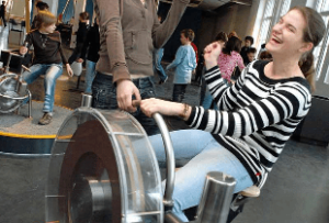 """Spaß auf dem """"Rodeokreisel"""" im """"Dynamikum"""" in Pirmasens"""