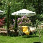 Der Garten der Waldgaststätte, Pension