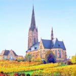 Die Sankt Ludwigskirche in Edenkoben in der Pfalz
