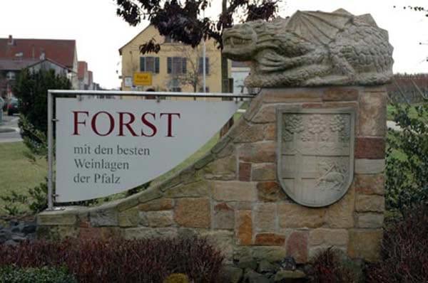 """Gebäude der """"Forster Winzer e.G."""" in Forst in der Pfalz"""