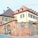 """Historische Winzergaststätte mit Gartenterrasse """"Grafen von der Leyen"""" in Burrweiler in der Pfalz"""