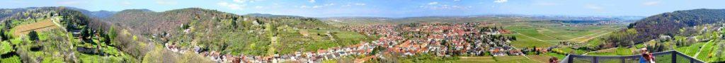 Rundum-Panoramablick vom Turm der Wachtenburg aus auf Wachenheim