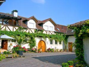 """Weingut, Ferienwohnungen """"MARTINSHOF"""" in Landau - Nußdorf in der Pfalz"""