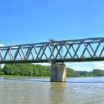 Eisenbahnbrücke an der Rheinpromenade in Germersheim