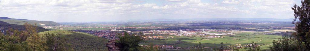 Neustadt an der Weinstraße Blick vom Hambacher Schloss aus