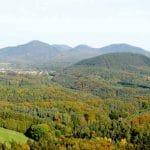 Blick von Ruine Lindelbrunn aus auf Gossersweiler und Feriendorf Eichwald