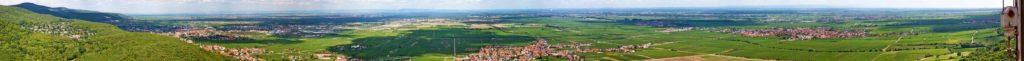 Panoramablick über die Rheinebene vom Hambacher Schloss aus