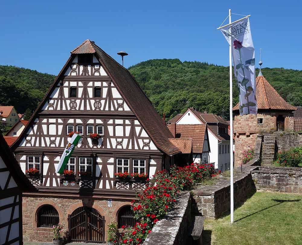 Das historische Dörrenbacher Rathaus im Renaissancestil (1590) zählt zu den schönsten Bauwerken der Pfalz.