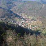 Blick von der Burgruine Neuscharfeneck über Ramberg mit Ramburg