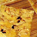Süßer Flammkuchen mit Äpfeln und Mandeln