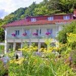 Romantisch gelegen, das Hotel Berghof & Wirtshaus Hüttenzauber in Albersweiler in der Pfalz