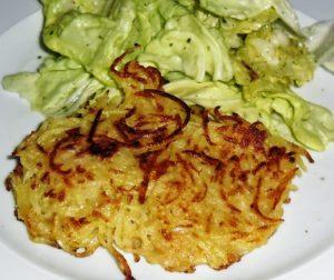 Grumbeerpannekuchen mit Salat