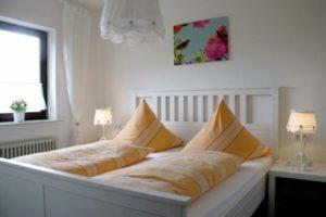 """Schlafzimmerbeispiel Apartment-Hotel & Restaurant """"Kastanienhof"""" in Dannenfels in der Pfalz"""