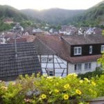 "Blick auf Ramberg – Gasthaus, Metzgerei ""Zum goldenen Lamm"" & Hotel ""Sonnenberg"""