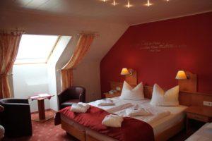 """Zimmerbeispiel Hotel, Restaurant """"Kleine Blume"""" in Erfweiler"""
