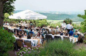 """Terrasse mit sensationellem Weitblick - Restaurant """"Landgasthof Pfalzblick"""" in Dannenfels am Donnersberg"""