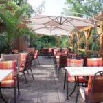 """Gartenterrasse mit Blick in den Pfälzerwald im Hotel, Restaurant """"Kleine Blume"""" in Erfweiler"""