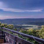 """Atemberaubende Aussicht von der Terrasse des Restaurants """"Landgasthof Pfalzblick"""" in Dannenfels am Donnersberg"""