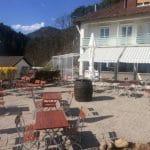 Terrasse Wirtshaus Hüttenzauber mit Hotel Berghof in Albersweiler in der Pfalz