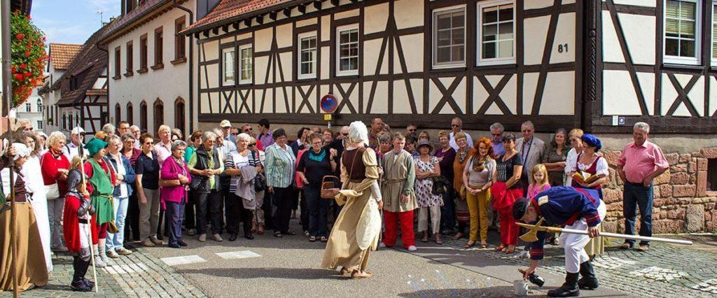 Rosenwochen: Mittelalterliche Dornröschen-Festmeile in Dörrenbach