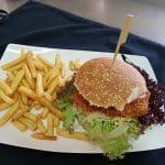 """Kalmit – Hähnchenburger  im Gasthaus """"Hähnchenrestaurant zur Kalmit"""" in Ilbesheim"""