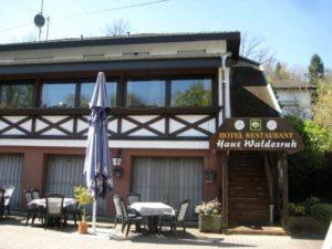 """Außenansicht Hotel, Restaurant """"Haus Waldesruh"""" in Eppenbrunn in der Pfalz"""