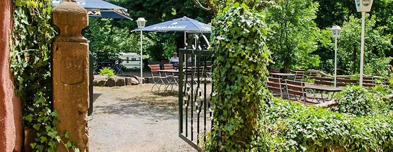 "Biergarten Ausflugslokal ""Wappenschmiede"" in Sankt Martin in der Pfalz"