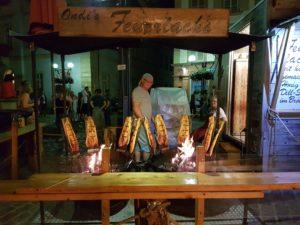 Flammlachs, eine köstliche Spezialität auf dem Landauer Sommerfest