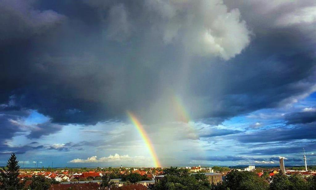 Doppelter Regenbogen über Landau in der Pfalz