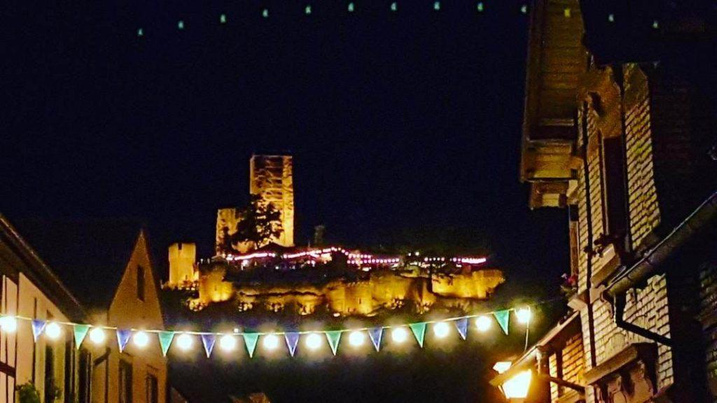 Die Wachtenburg beim Burg- und Weinfest Wachenheim an der Weinstraße