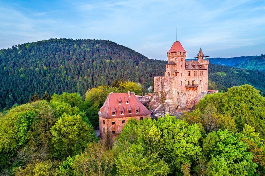 Die Felsenburg Berwartstein in Erlenbach bei Dahn in der Pfalz
