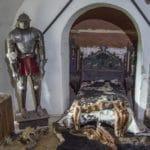 Burg Berwartstein - Ausstellung eines historischen Ritterbetts - Foto: Andreas Ott